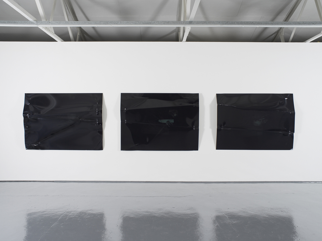 Oscar Tuazon, exhibition view at Maureen Paley, London 2017