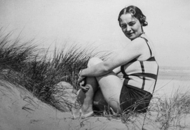 , 'Georgette Magritte en maillot de bain à carreaux, Côte belge,' , Bruce Silverstein Gallery