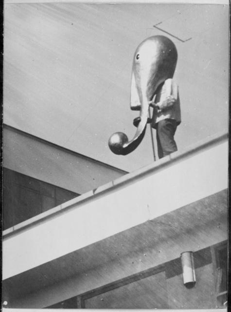 , 'Masque de scène du Bauhaus sur le toit du Bauhaus de Dessau,' 1928, Les Arts Décoratifs