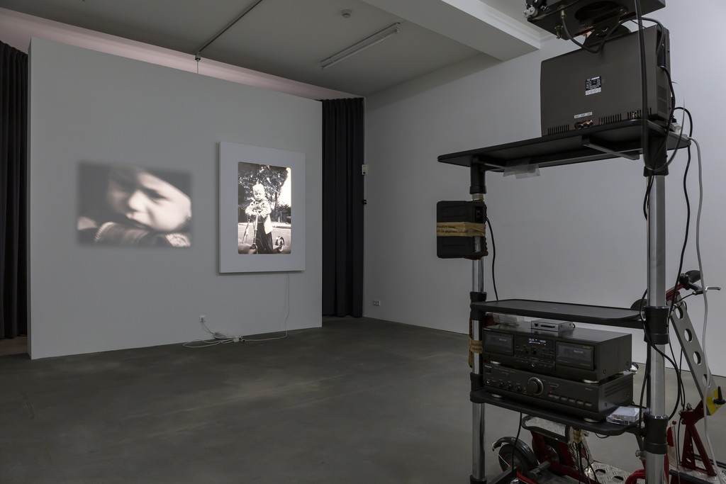 Installation view, 'Reinhard Mucha Unnötig - Das Ende vom Lied', Sprüth Magers Berlin, April 27 - July 27, 2019; Photography: Timo Ohler