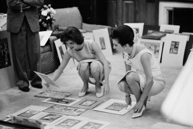 Benno Graziani, 'Jackie Kennedy and her sister Lee Radziwill during a trip to India.', 1962, Photography, Archival pigment ink on baryta paper., Galerie XII