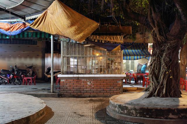 , 'Hue 18h6h 06 - Phan Dang Luu Street – House of the morning coffee,' 2015, Art Vietnam Gallery