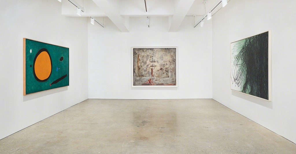 © Successió Miró / Artists Rights Society (ARS), New York / ADAGP, Paris 2015.  © Hartung / ADAGP, Paris 2018.  Courtesy of Tom Powel Imaging