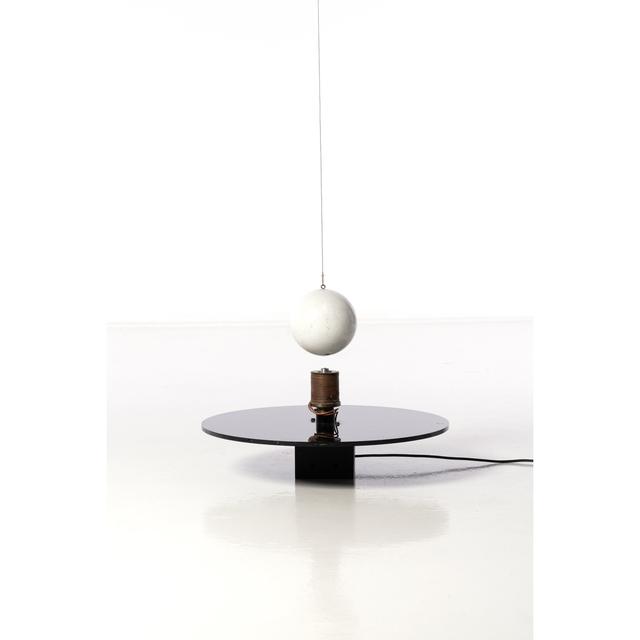 Takis, 'Boule magnétique', 1962-1968, Mixed Media, Bois, aimant, fil de fer, Plexiglas, bobine de cuivre et système électrique, PIASA