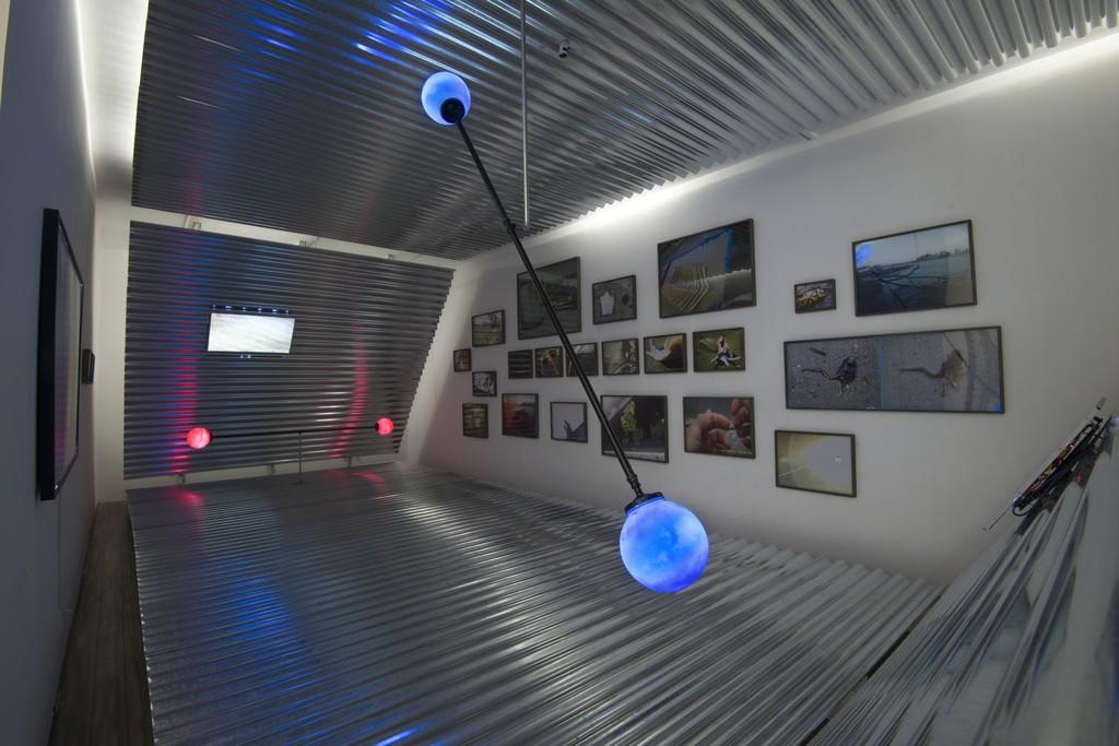 Parallel Tetrahedron:  Metal, wood, video, sound, lights inkjet prints on paper 1090 × 460 × 400 cm 2017