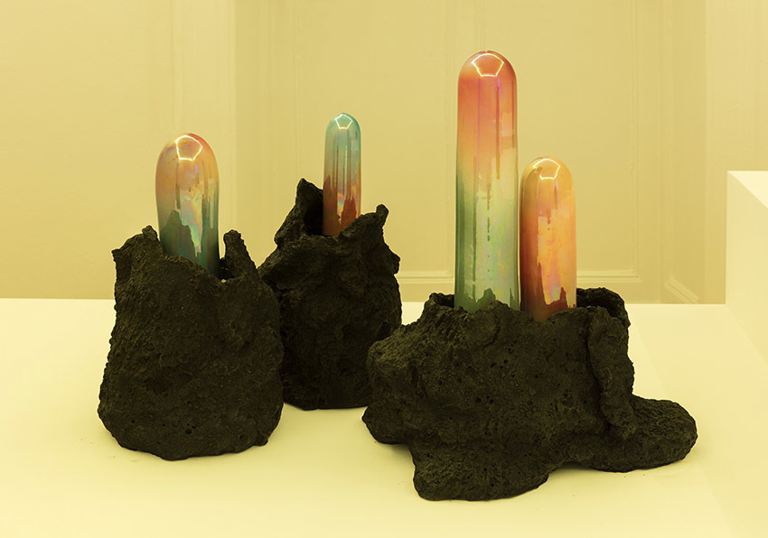 Salvatore Arancio  And These Crystals Are Just like Globes Of Light, 2017 glazed ceramic and epoxy resin Installation view at Federica Schiavo Gallery Milano, Room 2 Ph. Andrea Rossetti