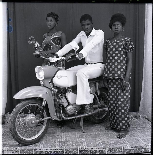 , 'Avec mes deux soeurs,' 1975, Tristan Hoare