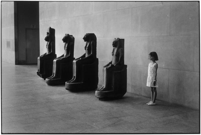 Elliott Erwitt, 'Metropolitan Museum, NYC', 1988, Edwynn Houk Gallery