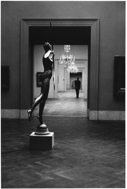 Elliott Erwitt, 'The Metropolitan Museum of Art, New York', 1949, Huxley-Parlour