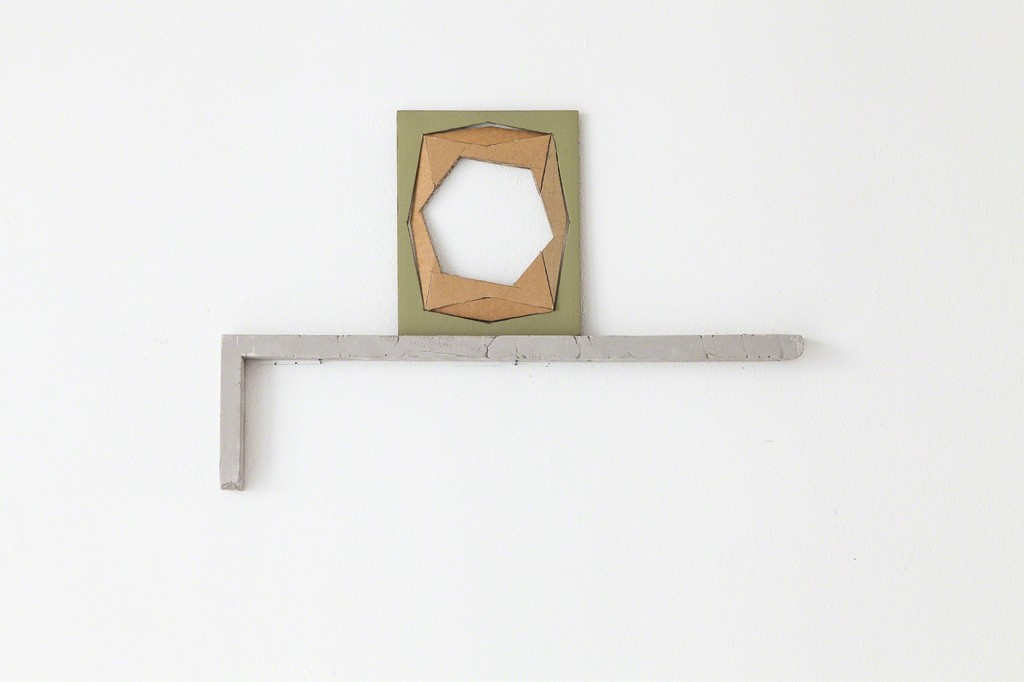 "exhibition view Selma Weber: ""Ablage"" (engl.: Ledge), 2018, wall object, painted cardboard on clay corner 