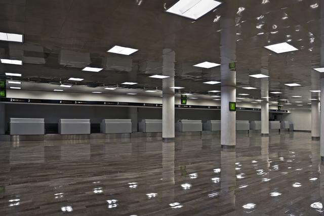 , 'Mostrador de Aeropuerto / Airport Desk,' 2015, Yael Rosenblut Gallery