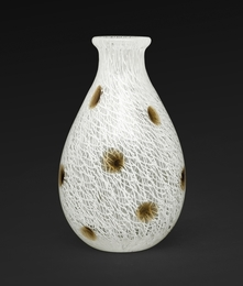 A small vase merletto a pois
