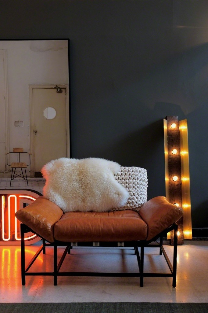 STRIPES armchair and DORMENTE light fixture