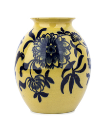 Ceramic vase with floreal decorations