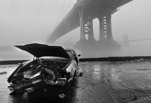 Ferdinando Scianna, 'USA. New York city. Manhattan Bridge and Brooklyn Bridge in the fog. (City of the world).', 1986, Magnum Photos