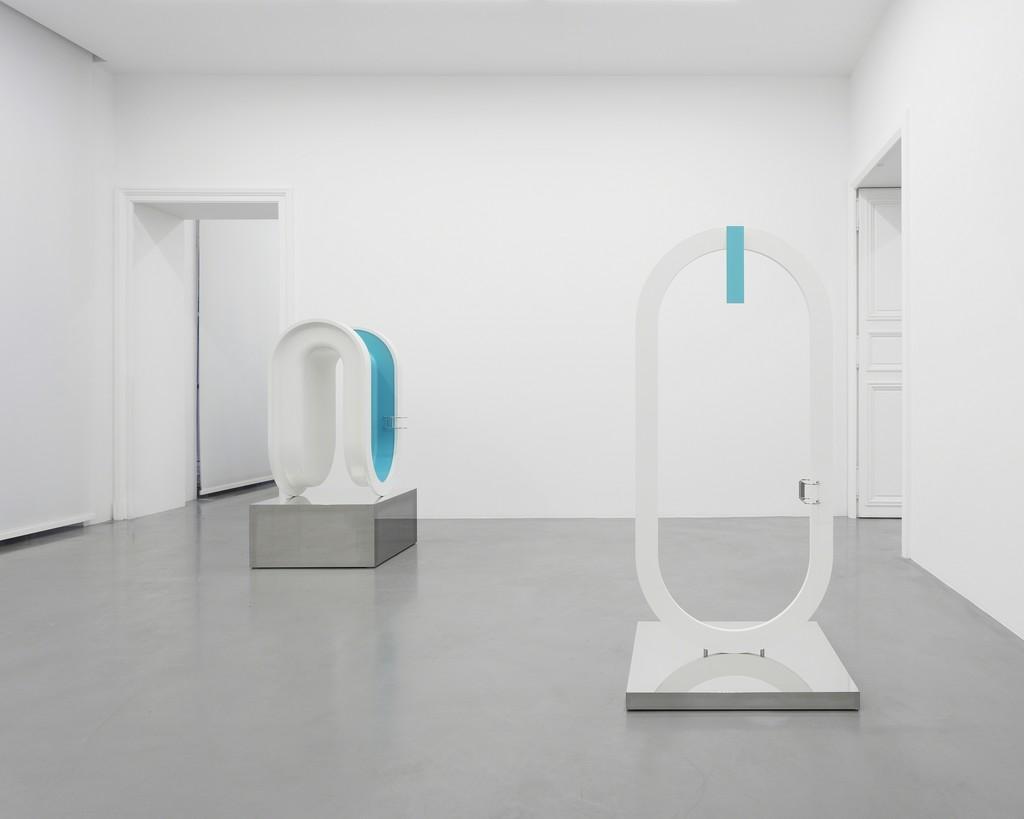 View of the exhibition at Perrotin, Paris © Elmgreen & Dragset / ADAGP, Paris, 2018 Photo: Claire Dorn