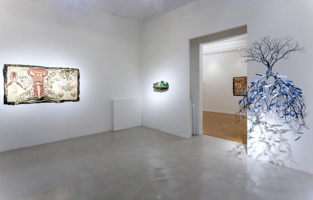 "Simone Pellegrini, ""Vario diafano"", 2017, mix media, 95x165cm Jorge Mayet, ""De Yemaya"", 2016, paper maché, wire, feathers and acrylics,130x80x80cm and ""Equilibristas de la Habana"", 2016, wire, paper mache, sponge, acrylics, textile, 34x75x30cm"