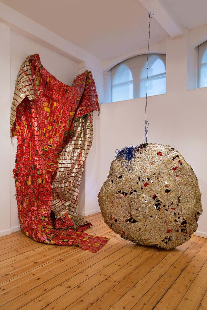 El Anatsui AG + BA, 2014, Installation Aluminium and copper wire and nylon string, dimensions variable