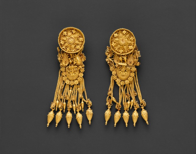 Unknown Greek, 'Gold earrings with disk and boat-shaped pendant', ca. 300 B.C., The Metropolitan Museum of Art