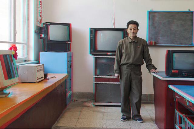 , '#41. LI WON SIK, 49, Teacher, Electronics Club Classroom, Kaesong Schoolchildren's Palace,' 2014, Pékin Fine Arts