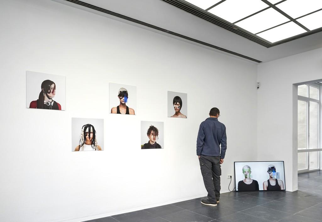 Adam Harvey, CV Dazzle, 2010-17, Installation view Frankfurter Kunstverein, 2018, Photo: N. Miguletz, © Frankfurter Kunstverein, Courtesy of the artist