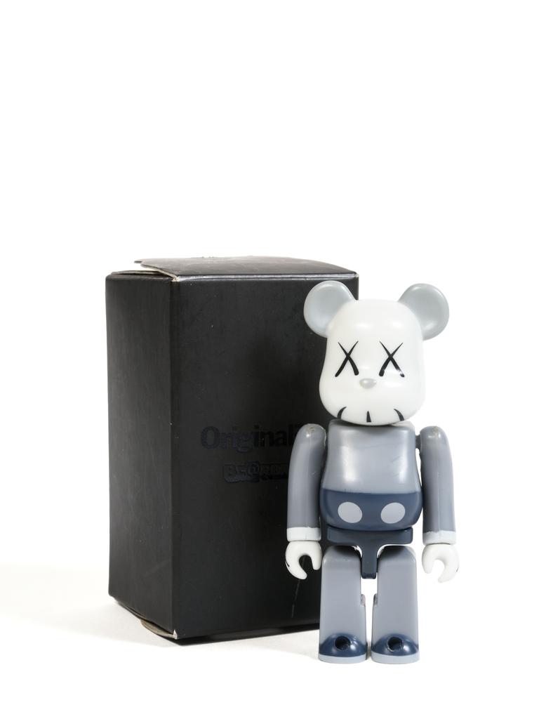 KAWS, 'Bearbrick 100% (Grey)', 2006, Sculpture, Painted cast vinyl, DIGARD AUCTION