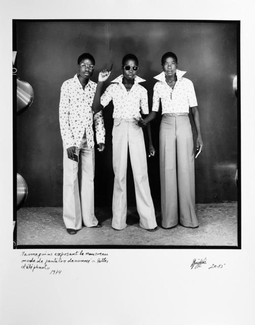 , 'Mannequins exposant le nouveau mode de pantalon dénommé le Pattes d'éléphant,' 1974, Magnin-A