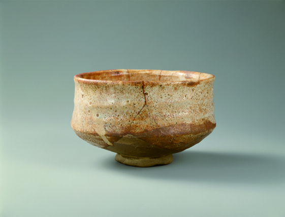 """""""Shino-style Tea Bowl known as Umegaka (Scent of Plum Blossoms)""""  late 16th to early 17th century, ceramic, 8.3cm (height) x 13.5cm (mouth diameter) x 3.8cm (base diameter) Collection of the Gotoh Museum Photo by Meikyo Katsuo Exhibition period: July 13-August 7,2019"""