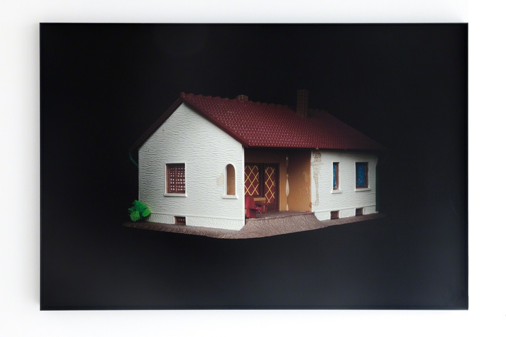 exhibition view: Still life series, Family house with bush, 2014 | archival pigment print on Hahnemühle, dibond, allumnium frame. 54.5.x 81.5 cm | edition of 3, No. 1