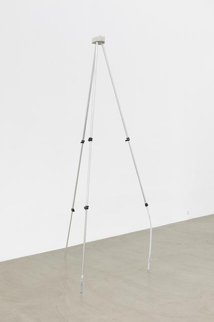 ", 'Stativ ""Drohne"",' 2015, Galerie Meyer Kainer"