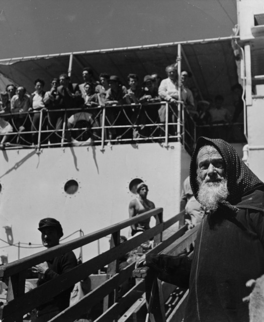 Robert Capa, 'Israel, people disembarking', 1948-1950, Il Ponte