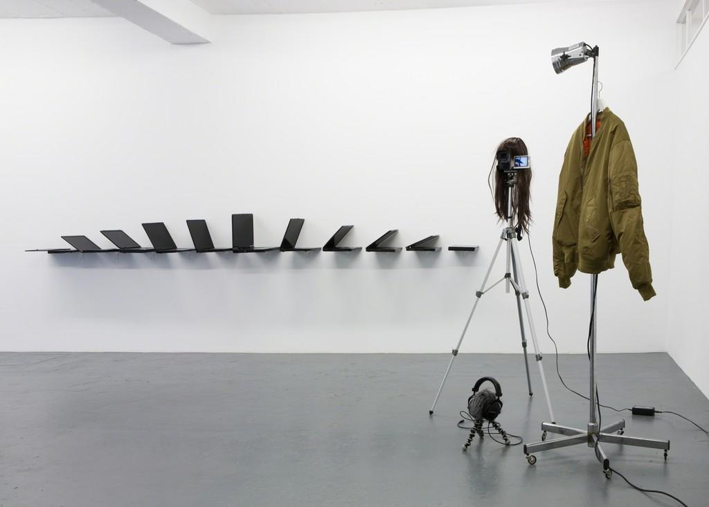 Albert Mayr, installation view, MARTINETZ, Cologne, 2015, Foto: Tamara Lorenz