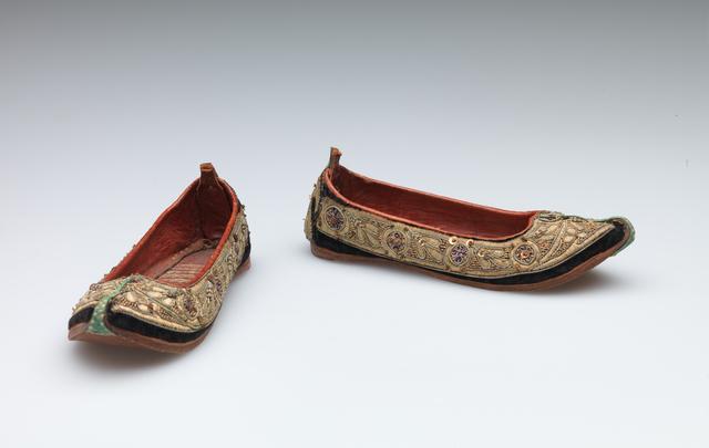 'Child's shoes (juttis)', late 19th Century, RISD Museum
