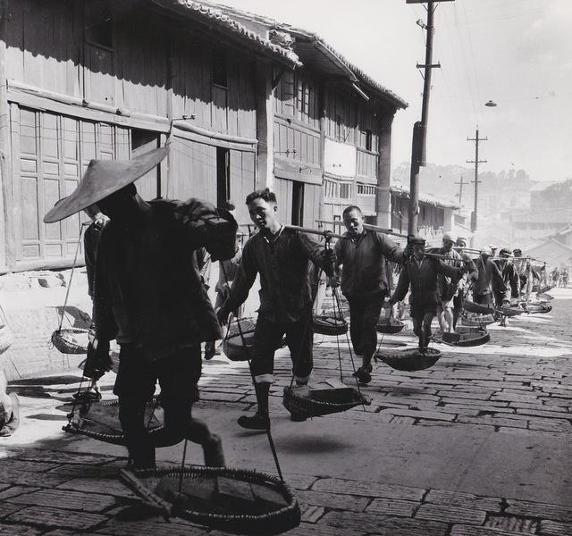 , 'Chine, porteurs de briques,' 1957, Galerie Nathalie Obadia