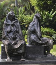 Madre e hija sentada