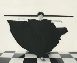 """, 'Documentação fotográfica da performance """"Hábito/Habitante"""",' 1985, Galeria Jaqueline Martins"""