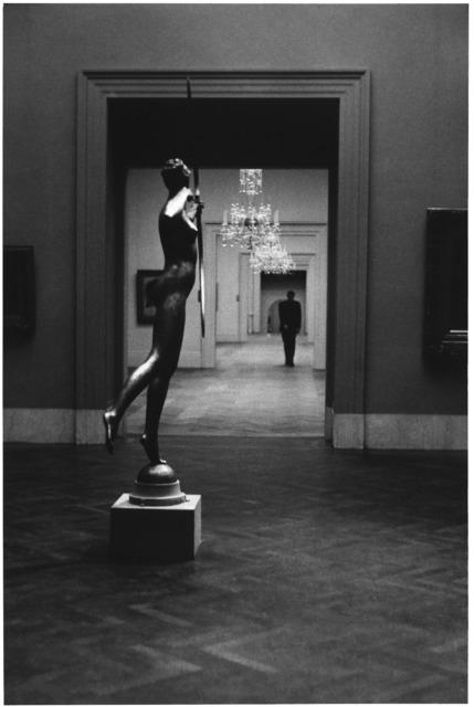 Elliott Erwitt, 'Metropolitan Museum, New York City', 1949, PDNB Gallery