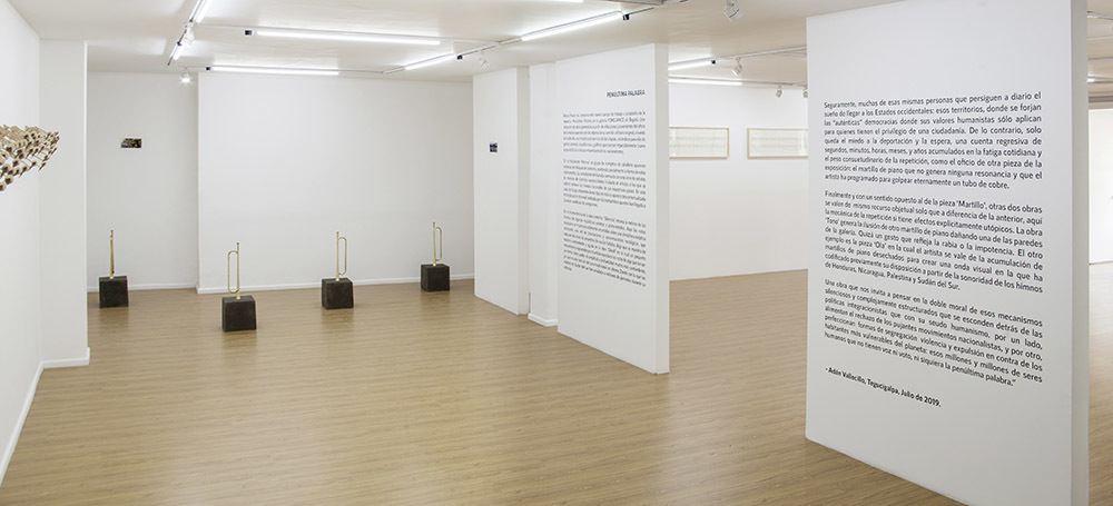"""Curatorial text next to the installation of  """"Himnos"""" and """"Ola""""."""