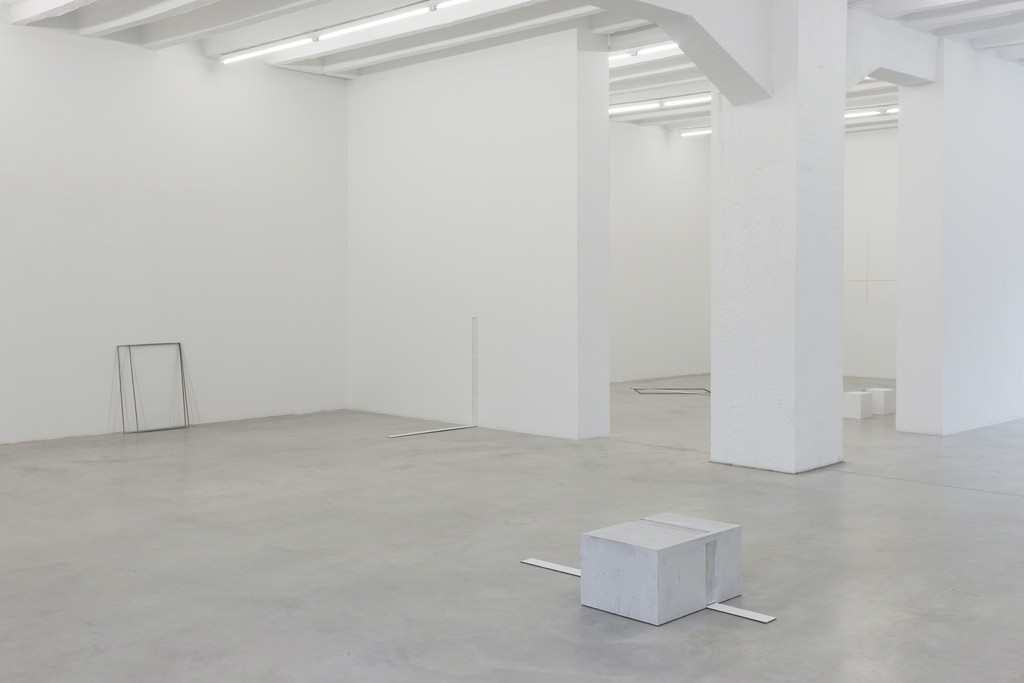 Marcius Galan, Fernanda Gomes, Goran Petercol: Site, Specific, Objects, exhibition view, Galerija Gregor Podnar, Berlin, 2015