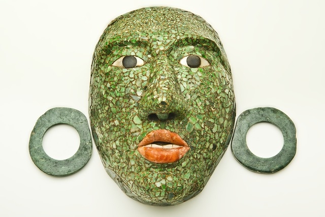 , 'Masque funéraire de Calakmul avec ornements d'oreilles (Funerary mask of Calakmul with ear ornaments),' 600-900 AD, Musée du quai Branly