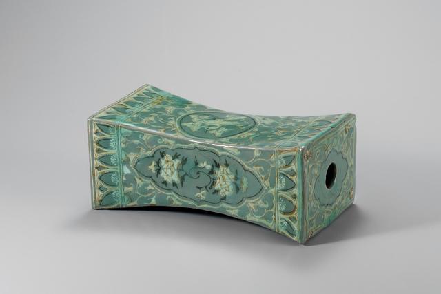 , 'Oreiller à décor incrusté de pivoines, grues et nuages - Époque Goryeo,' XIII century, RMN Grand Palais