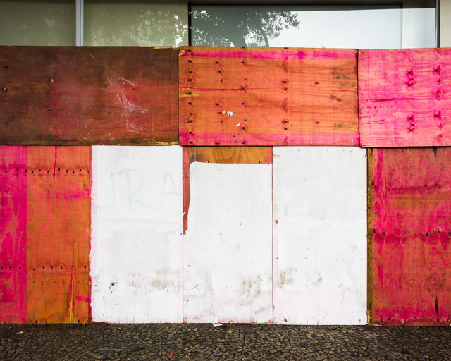 , 'Sem título #28 - da série Mitigação sem impacto (Convite à pintura) [Untitled #28 - from the series Mitigation without impact (Invitation to painting) ,' 2013, Portas Vilaseca Galeria