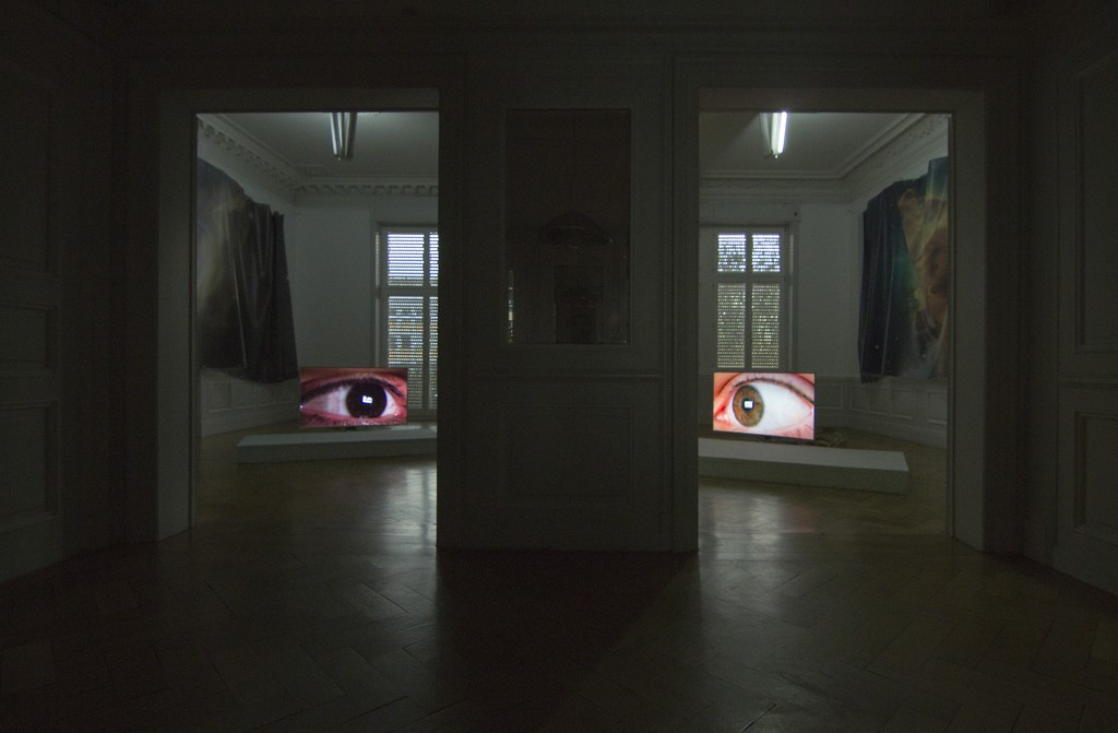 Installation View (from left to right): Countdown Belladonna, Nebula I (N90), digital print on mesh, size variable, 2016 Countdown Belladonna, Florian, 4k single channel video, 1:22h, 2016 Countdown Belladonna, Anna, 4k single channel video, 1:22h, 2016 Countdown Belladonna, Nebula II (Carina Nebula), digital print on mesh, size variable, 2016