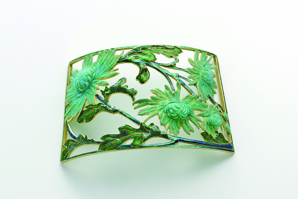 René Lalique / Dog Collar Plaque, Chrysanthemums / ca.1900 / Collection of the Lalique Museum, Hakone / Photo by Shoichi Kondo