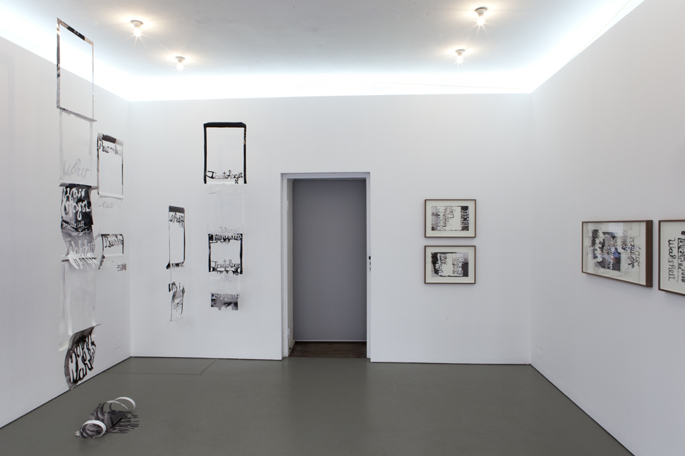 Exhibition view with the five pieces of the installation (spatial elements) 'In between' and the framed works of the 'Break Up' and 'Shifted by Force' series; photo: Lukas Heibges