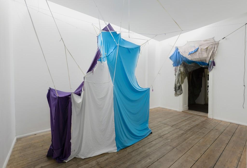 Erinnerungshaus Sternengewölbe Himmelszelt 2009-2014, textile, Staranise, matress, pillow, 305 x 260 x 180 cm