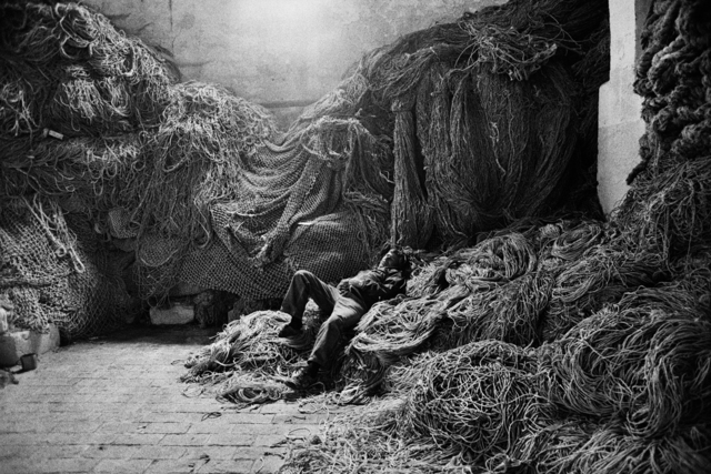 , 'A tuna fisherman asleep on a net, Trapani, Sicily, Italy,' 1991, Sundaram Tagore Gallery
