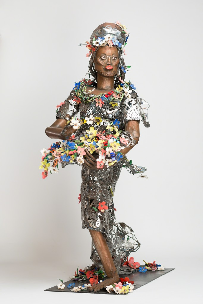 Sokari Douglas Camp, Primavera, 2015. Steel, gold leaf and acrylic paint , 201 x 72 x 162 cm. Photo Jonathan Greet. Courtesy  of October Gallery, London.