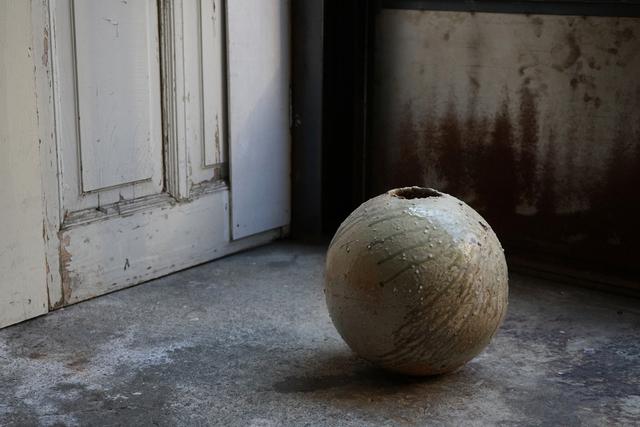 , 'Round jar natural ash glaze,' , Kami ya Co., Ltd.