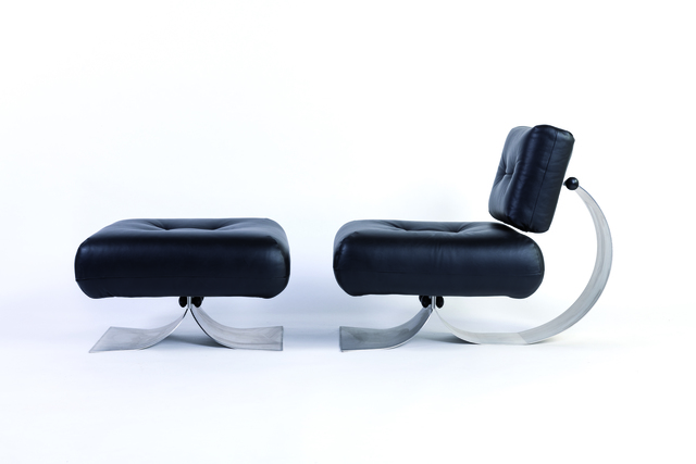 Oscar Niemeyer, 'Alta armchair and ottoman in steel, plastic and leather', vers 1970, Design/Decorative Art, Leclere